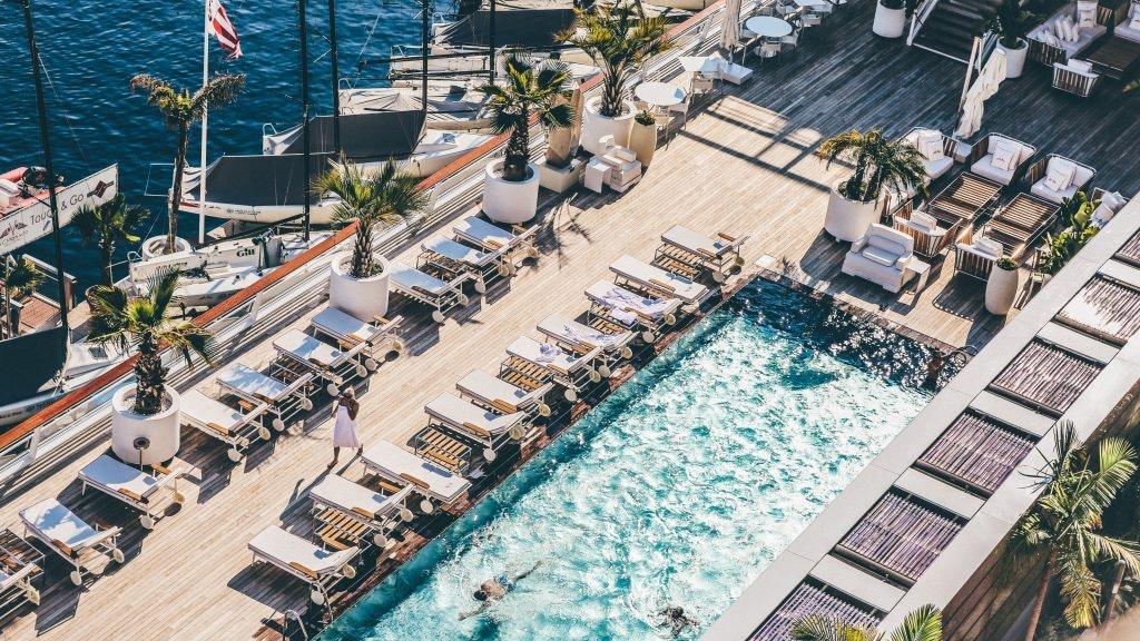 Hotels günstig buchen: So bucht man Luxushotels.