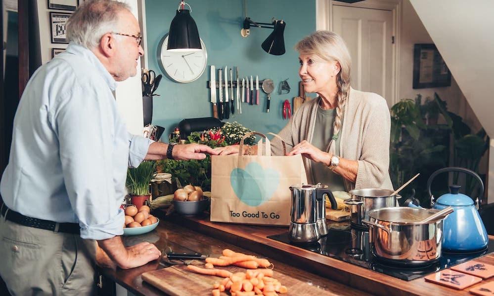 Durch TooGoodToGoo müssen Gastronomen und Einzelhändler weniger Lebensmittel wegschmeißen.