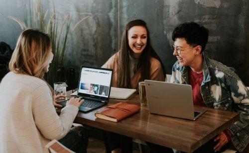 Studentenrabatte: So kommst du günstig durchs Studium